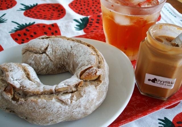 木の実のパンとミルクティージャム