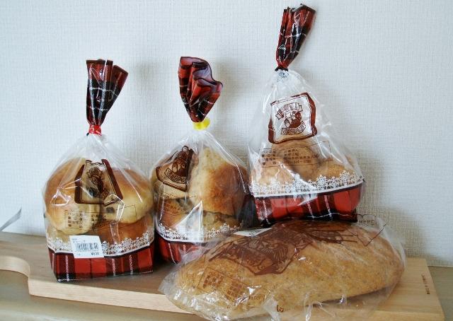 即興詩人(レーズンスコーンズ、ブラウンスコーンズ、ビスケット、港・ピレウスのパン)